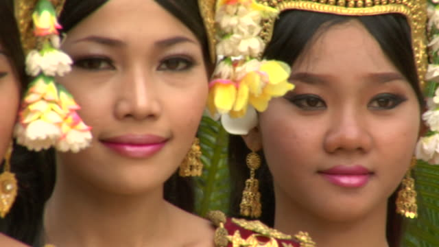 PAN CU Female dancers in traditional Cambodian dress / Siem Reap, Cambodia