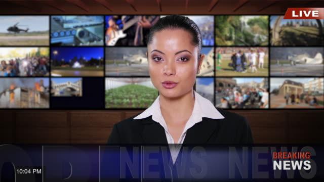 4K weibliche Newsreader mit schwarzen Anzug im TV-studio