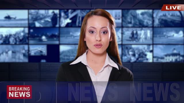 4K weibliche Newsreader mit schwarzen Anzug auf grünem Hintergrund
