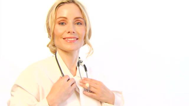 Weiblich Arzt auf weiß b
