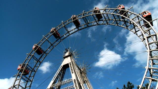 Ferris wheel wide shot quick motion