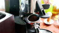 Filling Espresso Filter Med