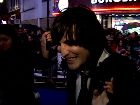 'Hot Fuzz' Red carpet interviews at premiere Noel Fielding interview SOT On rain / On Pegg and Frost as comedy duo / I think they've slightly...