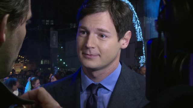 'In the Heart of the Sea' premiere Benjamin Walker on red carpet / Ron Howard interview SOT