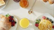 Fein zubereiteten Frühstück Tisch