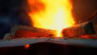 Brand in de hoogovens. Verwerking van staal in de ijzergieterij plant.