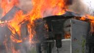 Vigili del fuoco di Vigile del fuoco sul sito d'emergenza. Missione di emergenza.