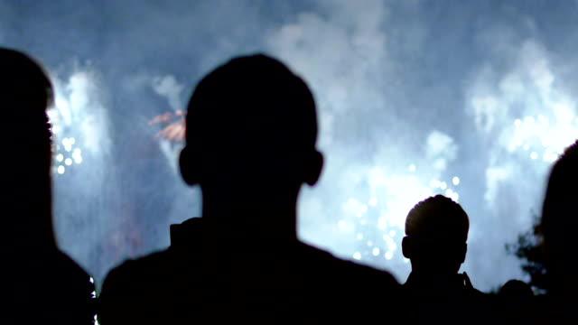 Feuerwerk und Masse-Beobachter
