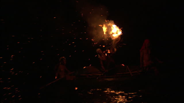 fishermen use flaming torch to attract fish at night solomon, Reel Combo