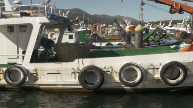 Fishing vessel bow side