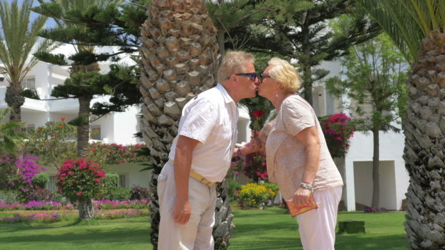 Five videos of senior couple kissing in the tropics in 4K