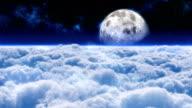 Flug über Wolken auf den Mond.