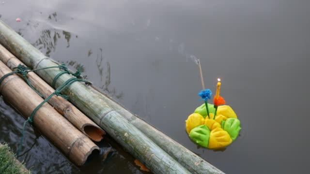 schwimmende Korb in Loy Krathong fest