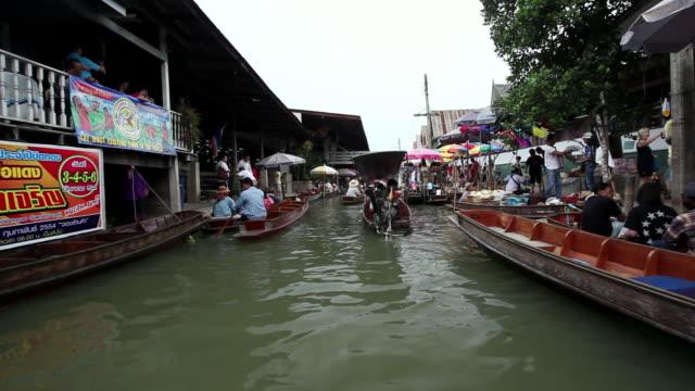 WS POV Floating markets at Damnoen Saduak Floating Market  / Bangkok, Ratchaburi Provinvr, Thailand