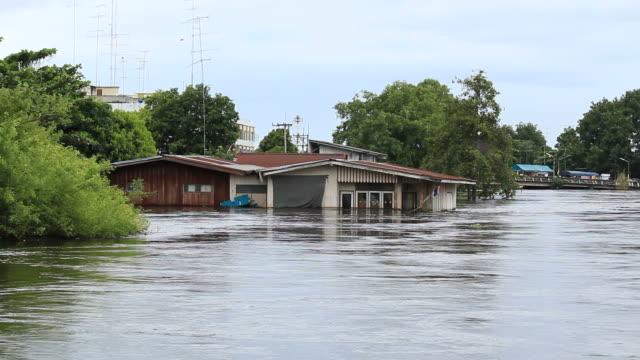 Alloggiamento lato fiumi strariparono