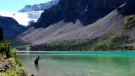 Fliegenfischen in einem Gletscher gespeist lake