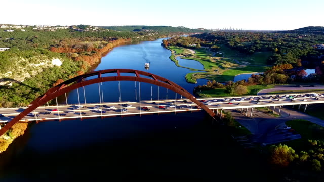 Flyby Over Pennybacker Bridge of 360 brug Austin Texas Incilius Fly Over