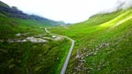 vliegen over de wegen van de faroean - eiland van de Faeröer
