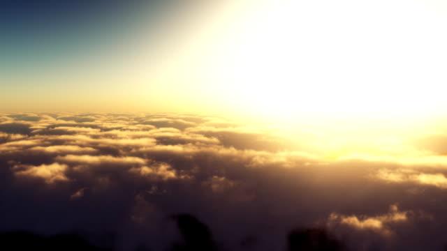Fliegen durch die Wolken.