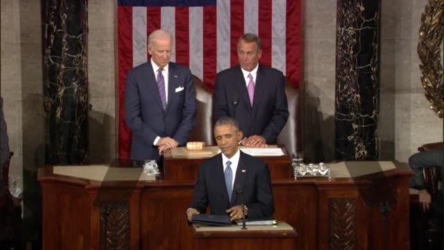 Following tradition House Speaker introduces the President to the Joint Session
