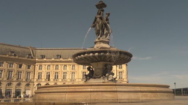 Fontaine des Trois Graces at Place Royale