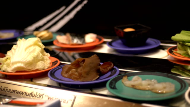 WS:Food on conveyor belt