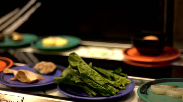 WS:Food on conveyor belt