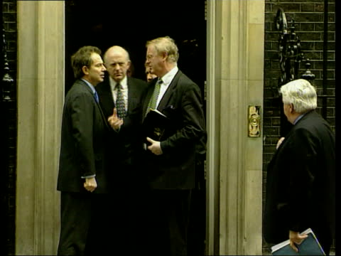 Under control/Special report LIB London Downing Street Tony Blair MP shaking hands with NFU leader Ben Gill outside no10 Blair Gill chatting SCOTLAND...