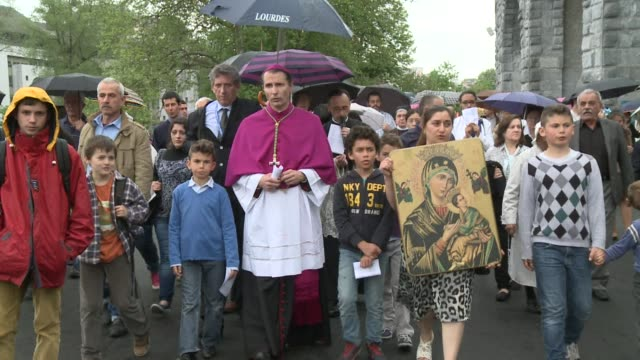 For the first time Lourdes sanctuaries organise a pilgrimage for Iraqi Christians who were brought to France after recent attacks