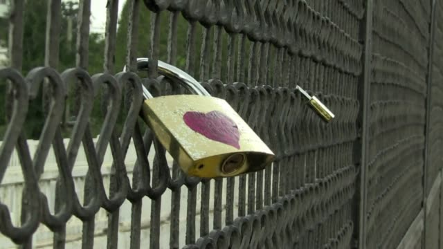For the third time in a month activists have locked 'love locks' on a bridge in Alger to show their hope for a better future and their rejection of...