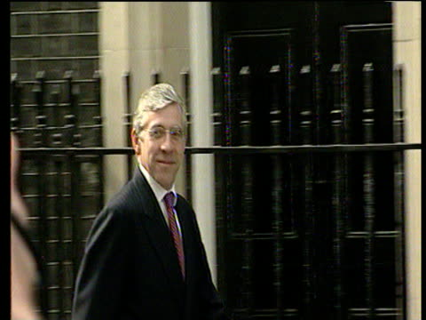 Foreign Secretary Jack Straw walks along Downing Street and into Number 10 on day of Labour's second election win 08 Jun 01