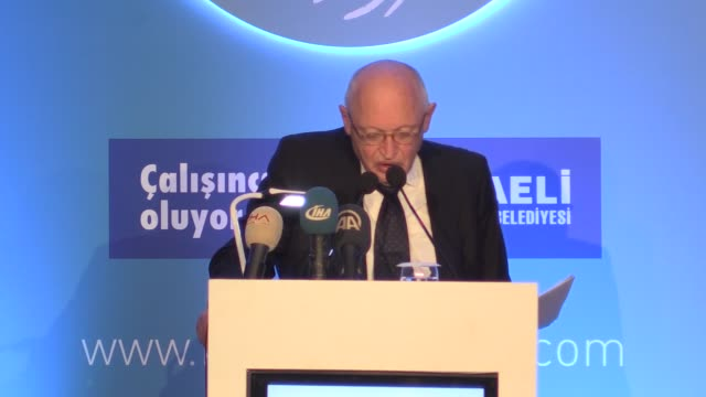 Former European Commissioner for Enlargement Gunter Verheugen delivers a speech during the Kartepe Summit in Kocaeli Turkey on October 26 2017