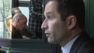 Former Greek finance minister Yanis Varoufakis met with French candidate in the Socialist primary Benoit Hamon to present him with the DiEM 25...