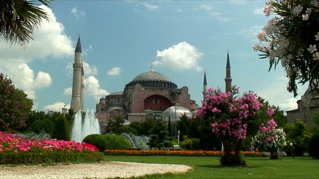 WS Fountains and Aya Sofya mosque / Istanbul, Turkey