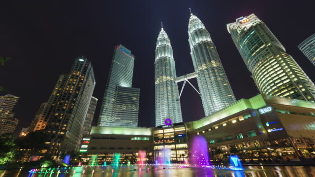 fountains show at KLCC Petronas twin towers at night