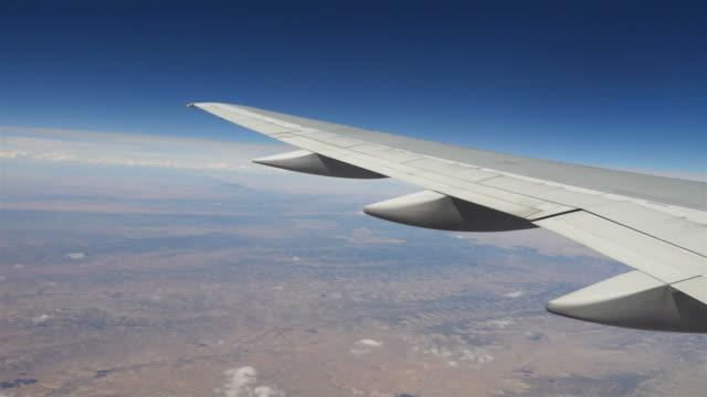 14 video's van vliegtuig vleugels in 4K