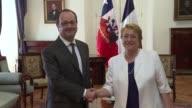 Francia y Chile se oponen completamente al proteccionismo por ser la peor de todas las respuestas dijo el sabado el presidente frances Francois...