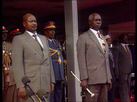 Free elections ITN LIB Nairobi Pres Daniel Arap Moi standing PULL OUT Ugandan Pres Yoweri Museveni next CMS Moi PULL OUT chatting another