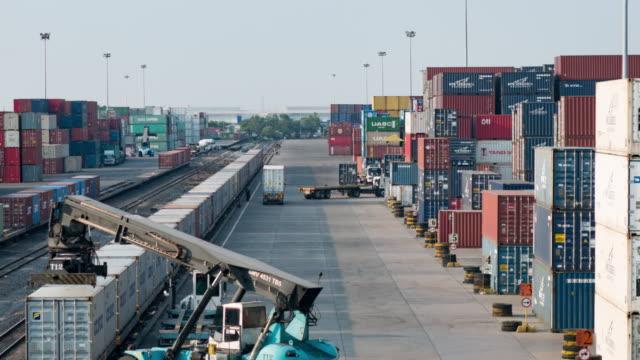 Güterzug mit cargo container