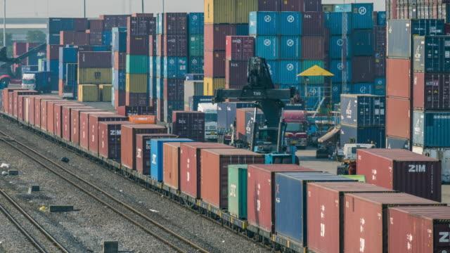 Treno merci con container cargo