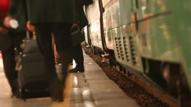 Hektischen Menge an der station, bevor Sie den Zug verlassen