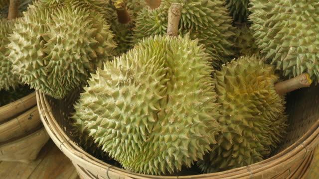 Frische Durian auf dem Markt, tropische Früchte, Thailand