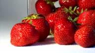 Frische Erdbeeren & Zucker