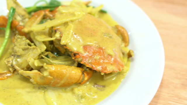 Fried crab with curry powder