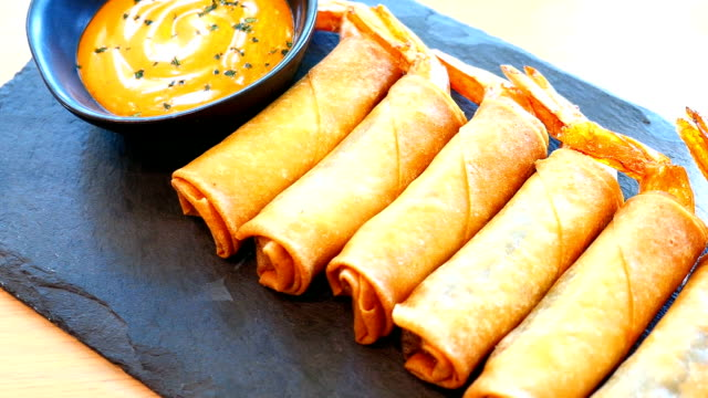 Fried spring roll with shrimp