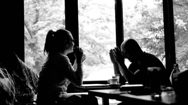 Vrienden in café