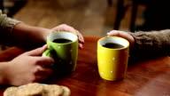 Freunde trinken Kaffee