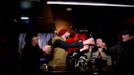 Amici in un bar