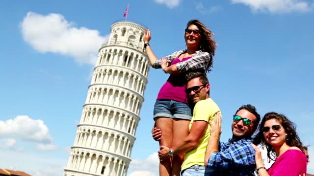Freunde du gerade den Turm von Pisa