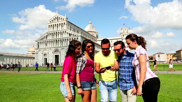 Freunde nehmen Sie ein selfie auf der Piazza dei Miracoli, Pisa
